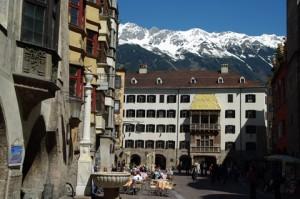 Eine der Top-Sehenswürdigkeiten in Österreich: Das Goldene Dachl in der Innsbrucker Altstadt
